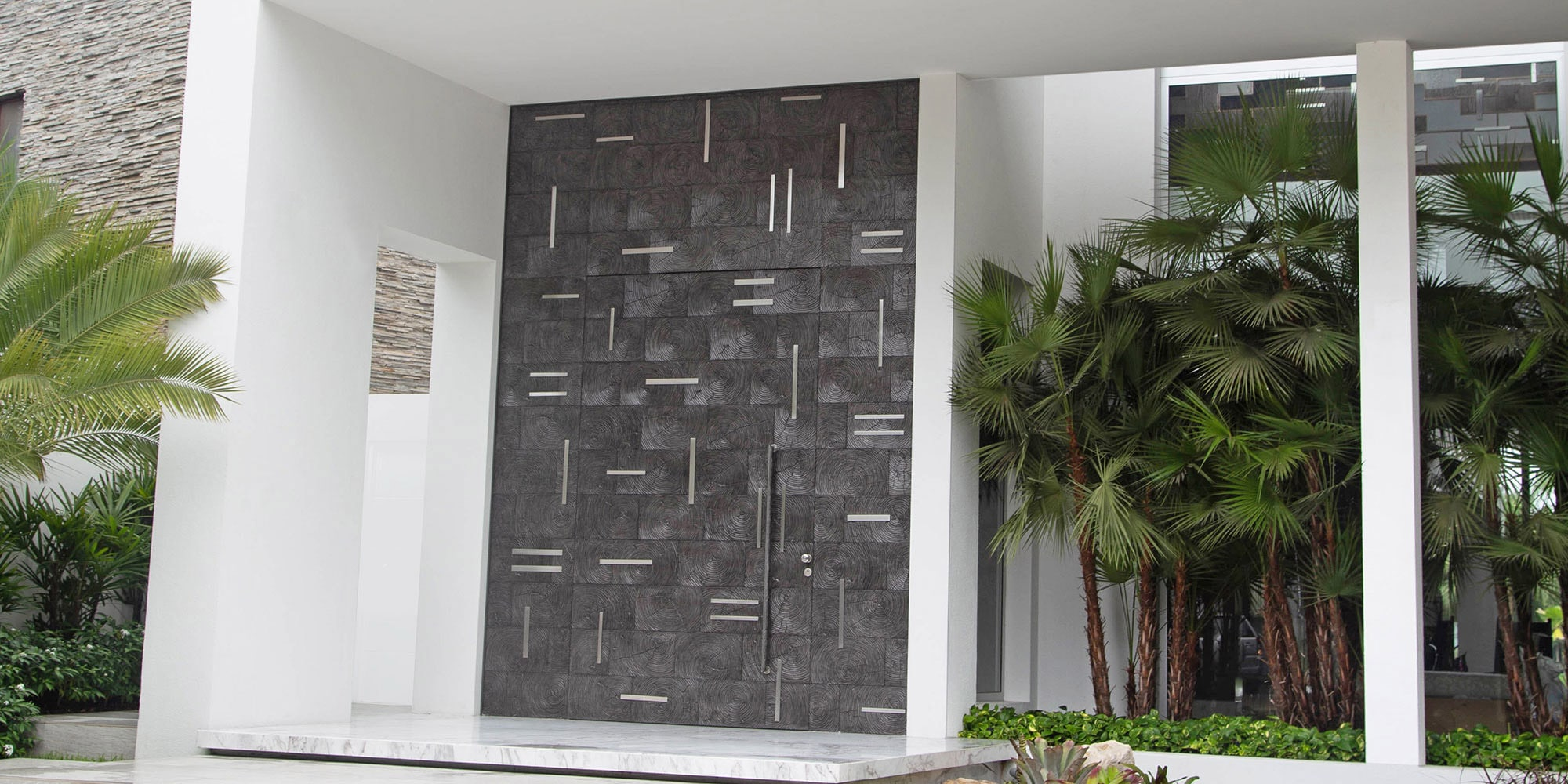 5 Exclusive Oversized Door Designs and Finishes